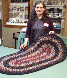 Julene Timm demonstrates rug braiding and shares tips.